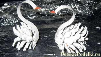 Поделка из шишек белые лебеди